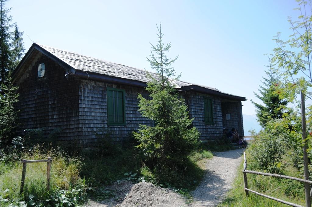 Die Hochkopfhütte (1299 m) ist äußerlich nahezu im Originalzustand erhalten