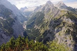 Königlicher Ausblick ins Reintal mit Hochblassen (2706 m) und Alpspitze (2628 m)