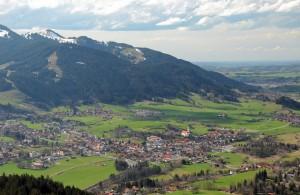 Pfronten im Allgäu am Fuße des Falkensteins