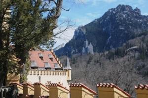 Blick hinüber zum Märchenschloss Ludwigs II. (Foto: H.K.)