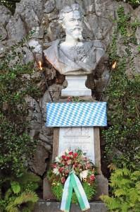 Alljährlich zum Ludwigstag wird das Denkmal geschmückt (Foto: H.K.)