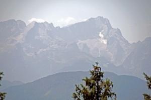 Blick durchs Teleobjektiv zum Wettersteinmassiv (Foto: H.K.)